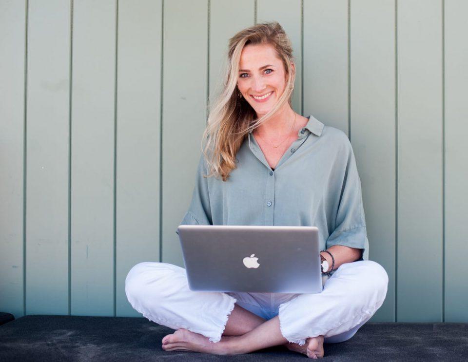Loes Waanders geeft online hulp bij opvoeding kind